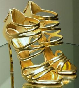 Soñar con zapatos dorados